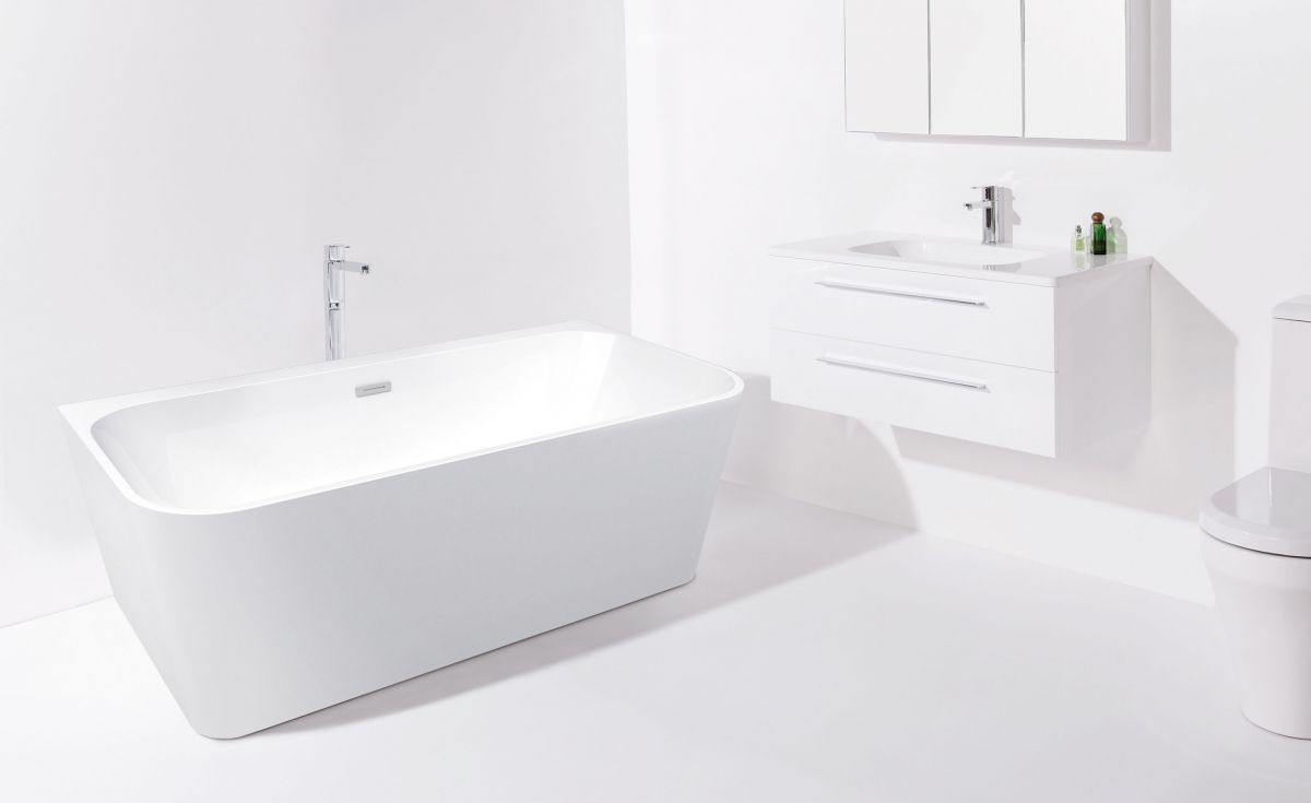 Curve Back-to-Wall Bath