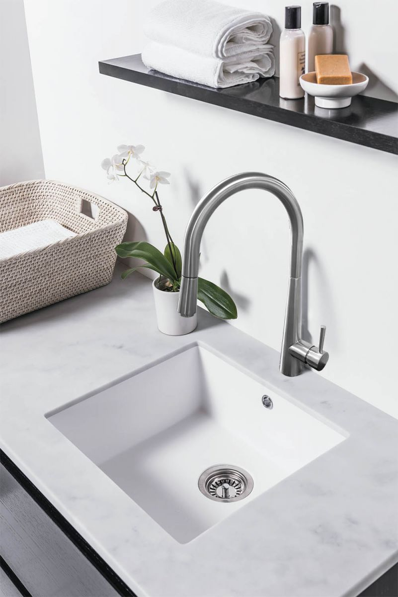 Sink Mixer with Pull-Out Hose