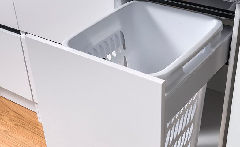 Pull-out hamper with white bin